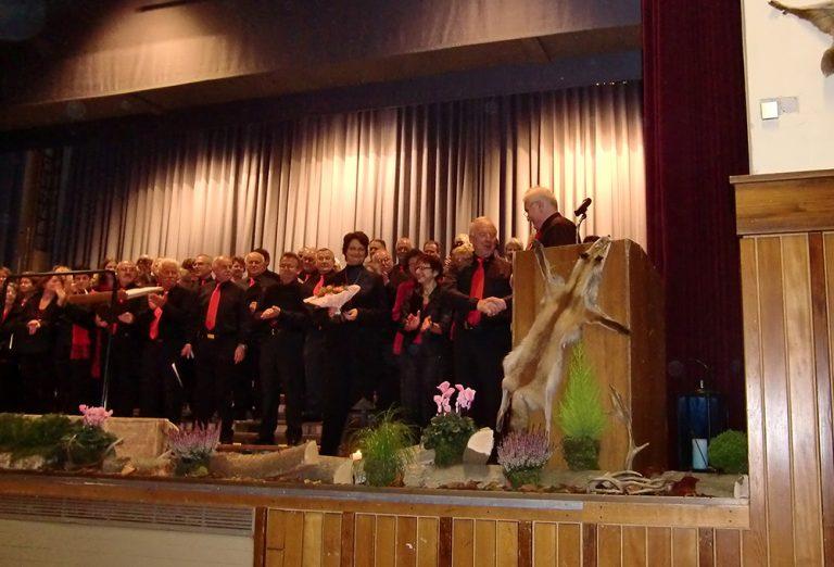 Ehrung Marina Bucher für 15 Jahre sowie Siegfried Ehret für 50 Jahre Chorzugehörigkeit